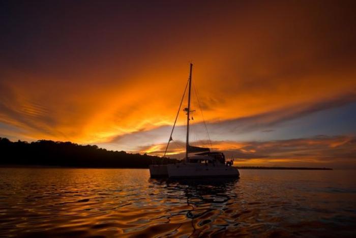 กาฮังบีช(เกาะเฮ)+ชมพระอาทิตย์ตกแหลมพรหมเทพ โดยเรือเซลลิ่งยอร์ช